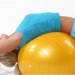 Растяжка грудного и поясничного отделов на фитболе